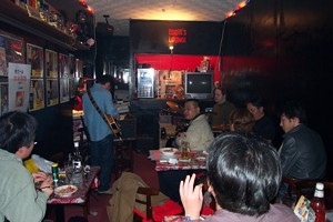 [Jam Session with Eddie Landsberg at Eddie's Lounge]