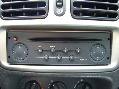 [Stock Audio Unit for 2001 Renault Clio/Lutecia 2.0 RS]